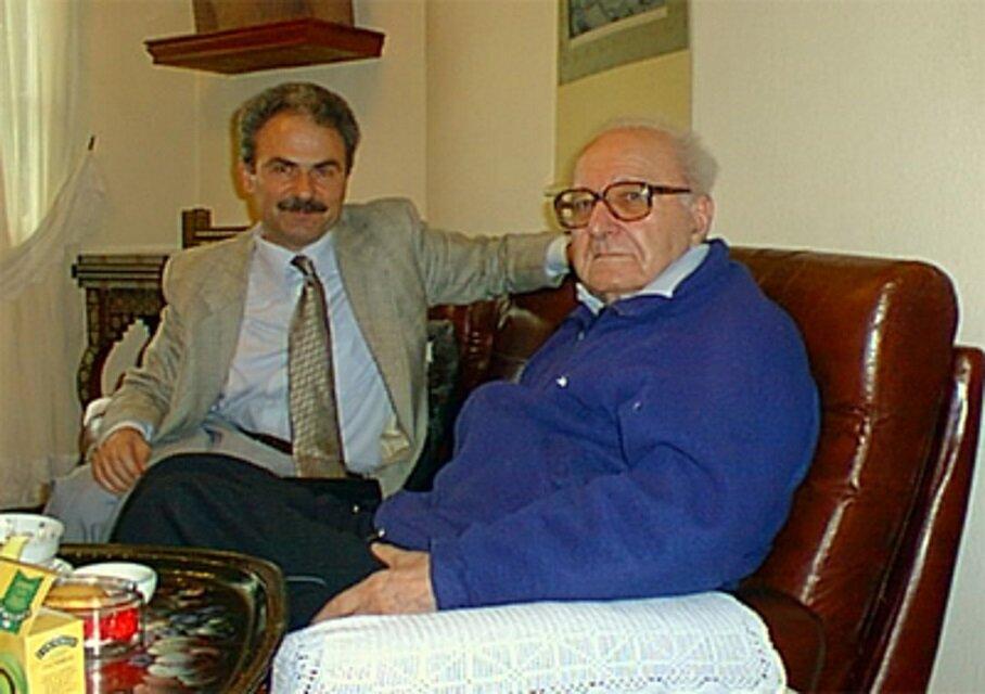 Cemal Aydın ile Roger Garaudy'nin bir ropörtaj esnasında çekilmiş bir fotoğrafı.(Cemal Aydın arşivi)