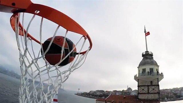 Kız Kulesi'nden gemiye boğaz rüzgarında basket attılar!