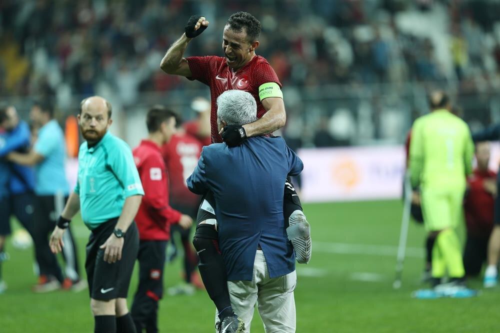 Osman Çakmak galibiyetin ardından büyük coşku yaşadı. (Fotoğraf: AA)