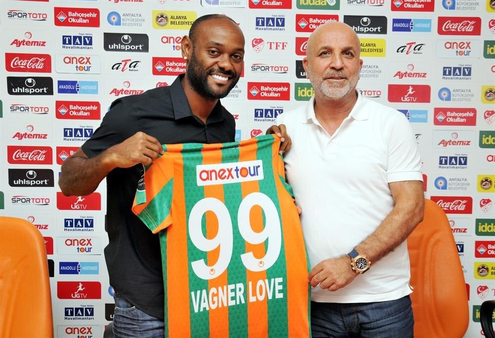 Vagner Love geldiği günden bu yana Alanyaspor'un gol yükünü çekiyor.