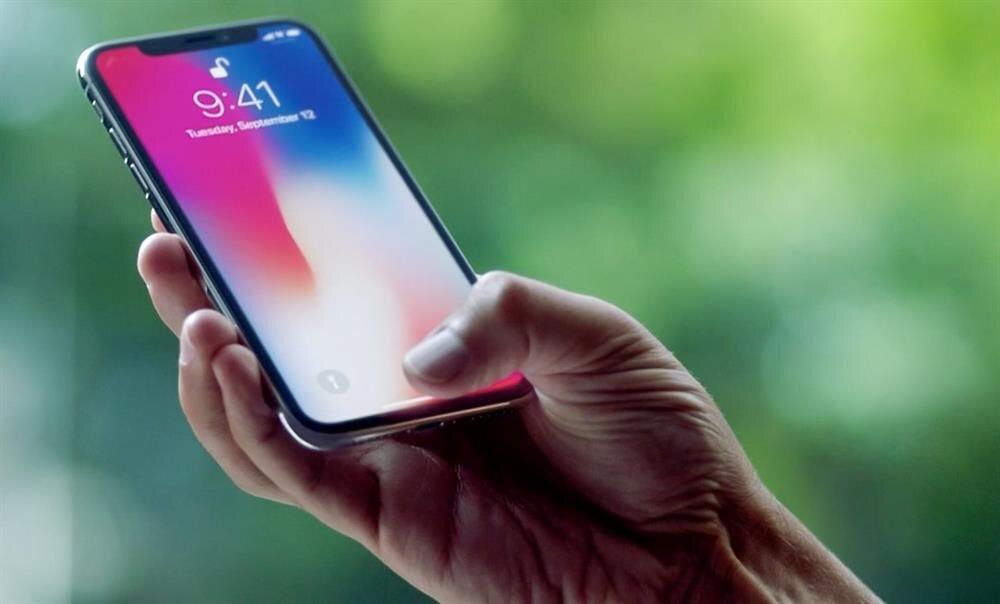 iPhone X'te ses şiddeti %50 seviyesinden yükseltildiğinde cızırtı şiddetinin arttığı da belirtiliyor.