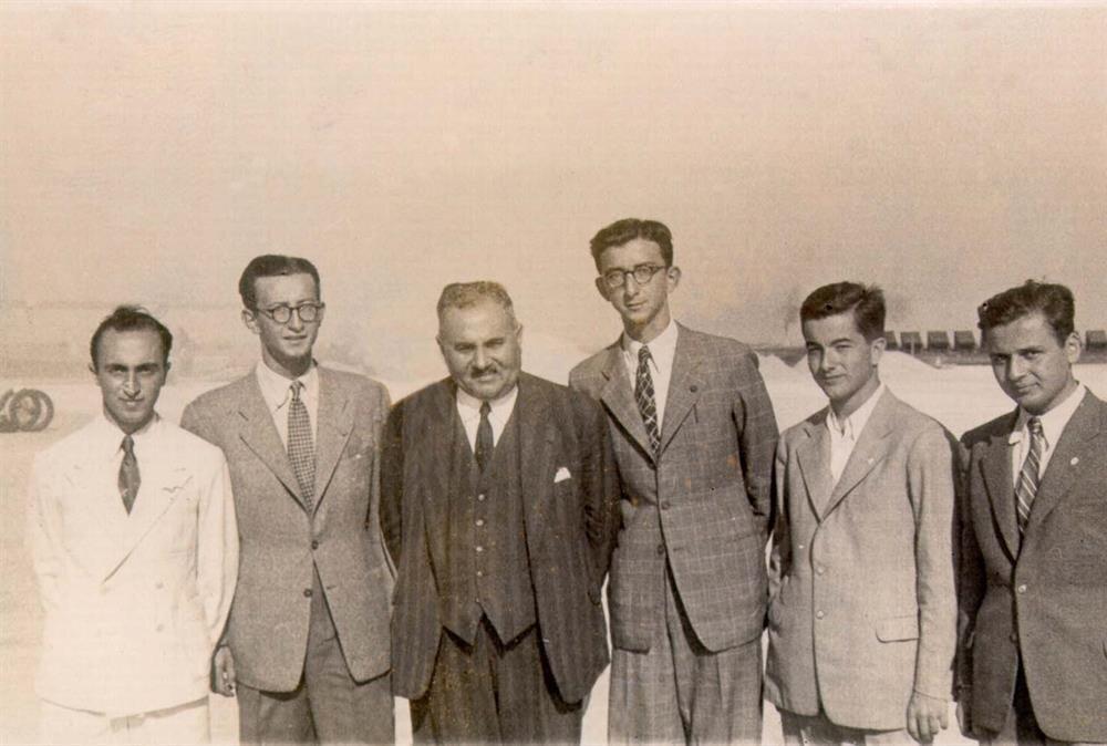 Nuri Demirağ Türkiye'nin ilk uçak mühendislerinden olan Selahattin Alan ile beraber hareket ediyordu. Çalışmalar kısa sürede netice vermeye başladı. Beşiktaş'taki fabrikada Selahattin Alan'ın projesini çizdiği ND-36 adı verilen tek motorlu Türkiye'nin ilk uçağı üretildi.