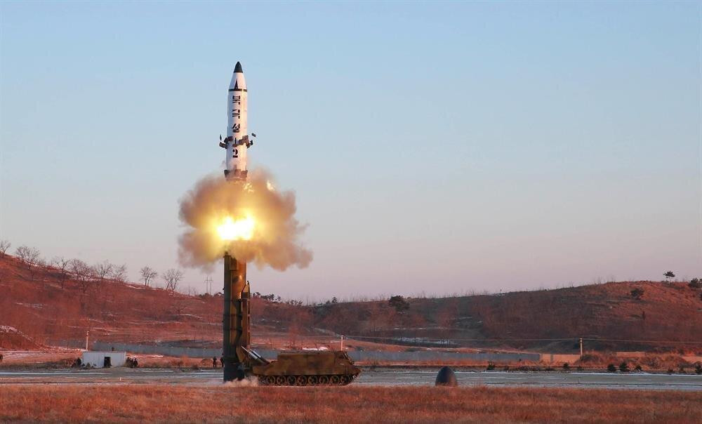 Kuzey Kore'nin karadan karaya, orta-uzun menzilli Pukguksong-2 stratejik balistik füze denemesi.