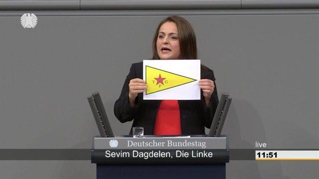 Alman Meclisinde terör örgütü sembolü açıldı