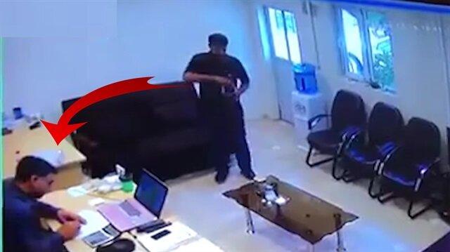 Ofiste 'asit saldırısı' güvenlik kamerasında!