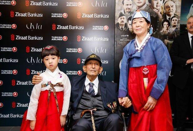 Astsubay Süleyman Dilbirliği, Kore Savaşı sırasında ailesini savaşta yitiren 5 yaşındaki bir kız çocuğunu sahiplenerek adını Ayla koymuş ve bu öyküsüyle