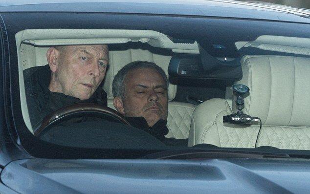 Yorgunluk ve stres Mourinho'yu bir hayli etkiledi.