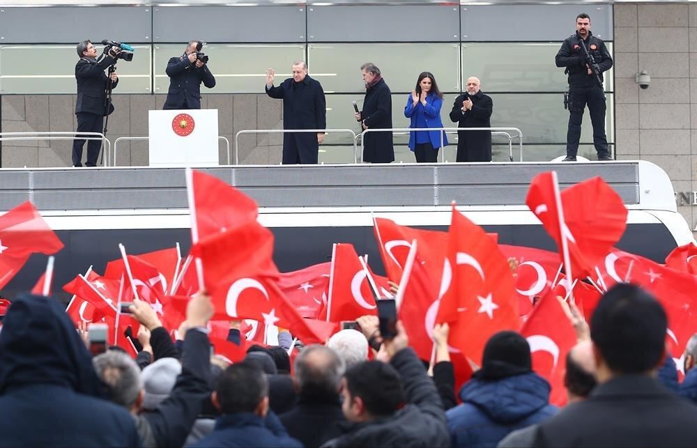 Cumhurbaşkanı Recep Tayyip Erdoğan, Esenboğa Havalimanı'ndan Yunanistan'a hareket etmeden önce, taşeron işçilere yönelik yapılması planlanan düzenlemeye ilişkin kendisine ''teşekkür'' etmek amacıyla uğurlamaya gelen HAK-İŞ üyelerine hitaben konuşma yaptı.