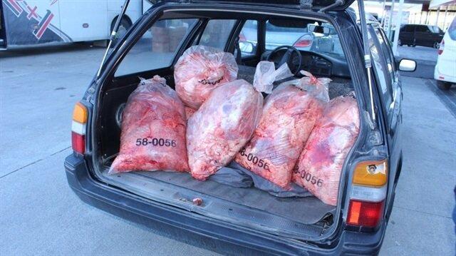 Otomobilin içerisinde 300 kilo kaçak et ele geçirildi