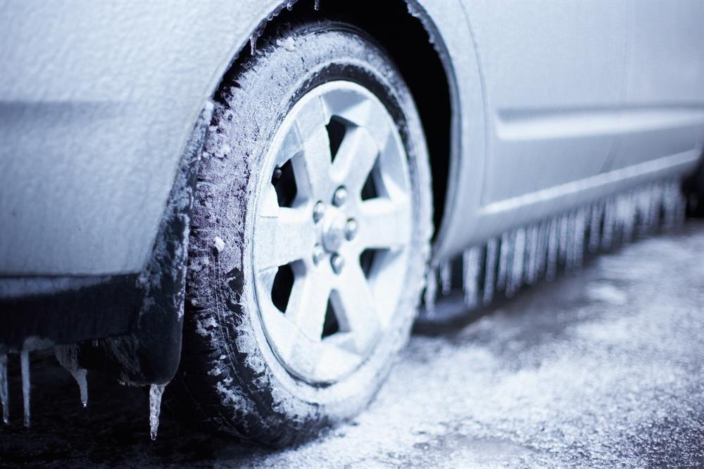 Kış ayları boyunca otomobil sahiplerinin soğukla mücadelesi bambaşka boyutlara sürüklenebiliyor.