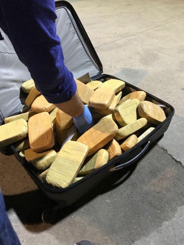 Habur Gümrük Kapısı'nda piyasa değeri 11 milyon TL olan 55,5 kilogram eroin ele geçirildi.