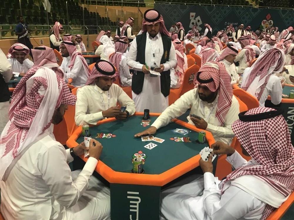 Rİyad'da düzenlenen Baloot turnuvasına yoğun ilgi vardı.