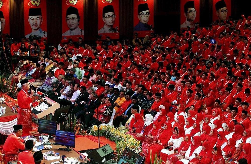 UMNO, 61 yıl süren iktidarını geçtiğimiz mayıs ayında, muhalefete devretti.
