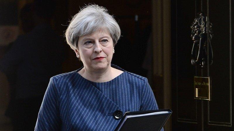 İngiltere Başbakanı Teresa May yaptığı konuşmada sorunun adaletsizlikten kaynaklandığını olduğunu söyledi.