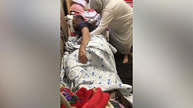 Büyükannenin uyuma numarası yapan torununa yaklaşımı