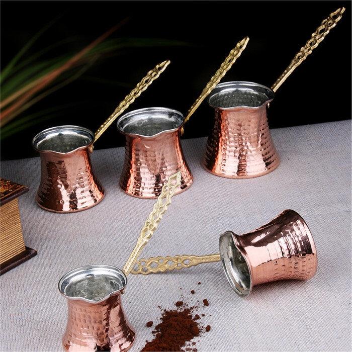 Bakır cezve ısıyı dengeli ve eşit şekilde yaydığı için kahvenin lezzetine de fayda sağlamaktadır.