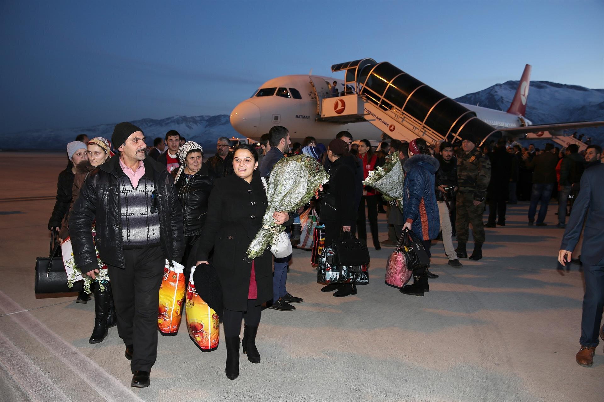 2015 yılında Ukrayna'dan 2 kafile halinde gelen 329 Ahıska Türkü, Erzincan'da dönemin Başbakan Yardımcısı Yalçın Akdoğan tarafından çiçeklerle karşılanmıştı.