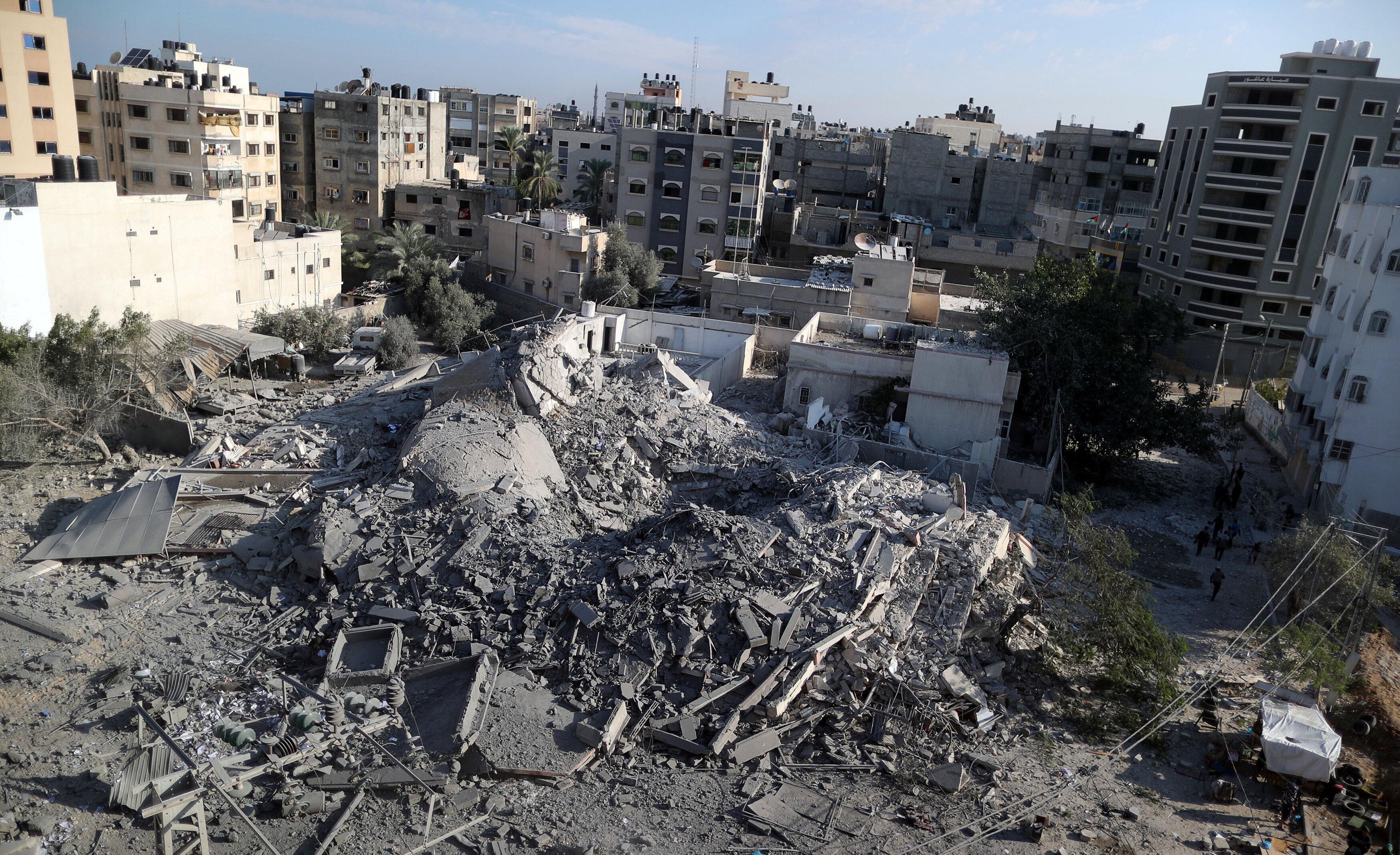 Gazze'den Yahudi yerleşim bölgelerine yapılan saldırıların ardından İsrail, gece boyu Gazze'ye hava saldırıları düzenledi.