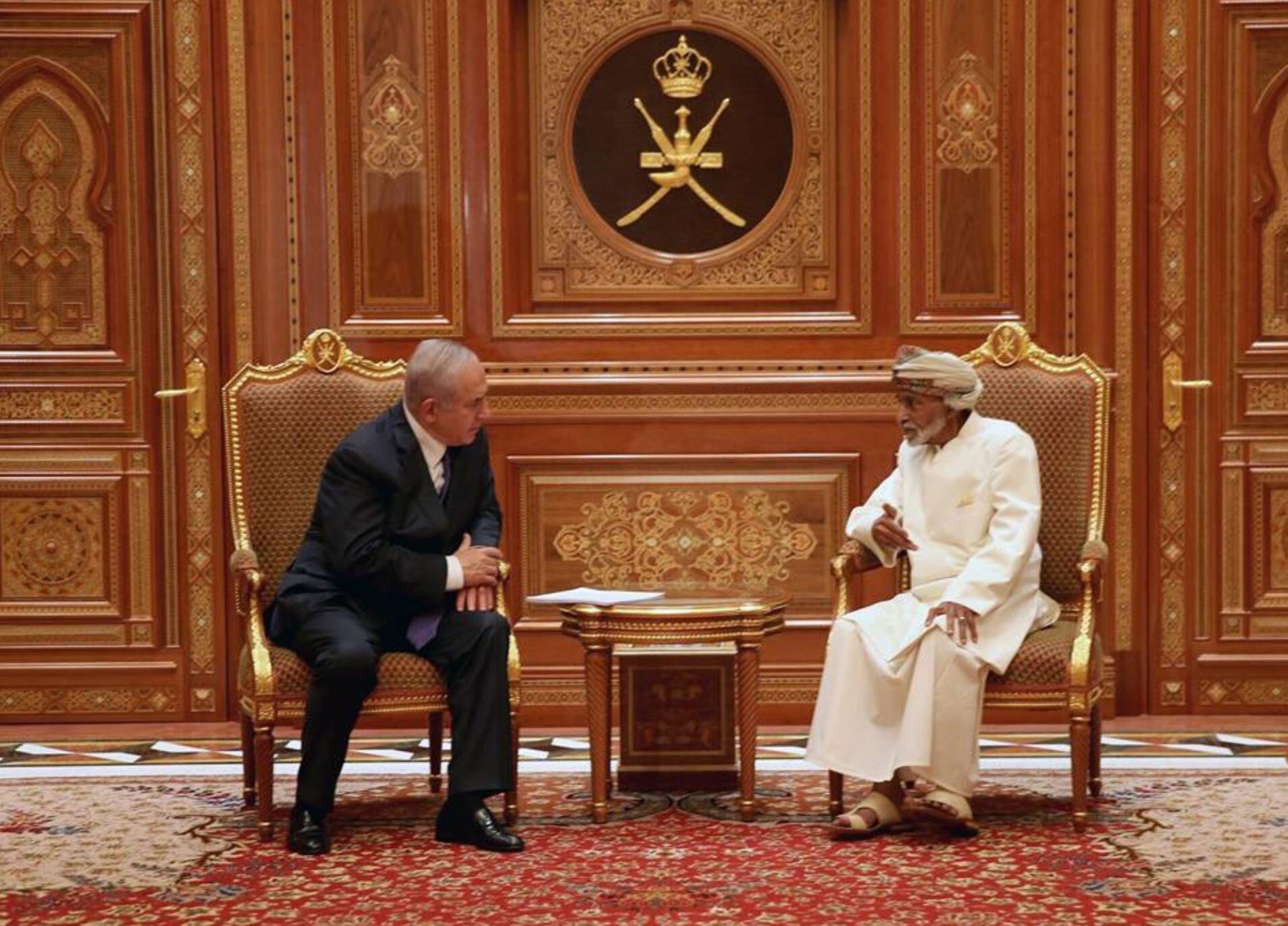 İsrail Başbakanı Benyamin Netanyahu 'nun Umman'ı ziyaretinde Sultan Kabus, Netanyahu'yu çalışma ofisinde bizzat ağırlamıştı.