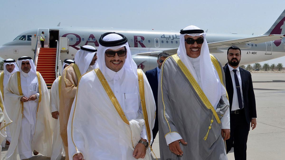 Kuveyt Dışişleri Bakanı Sabah Halid el Sabah, Katarlı mevkidaşı Muhammed Âl-i Sânî ile.