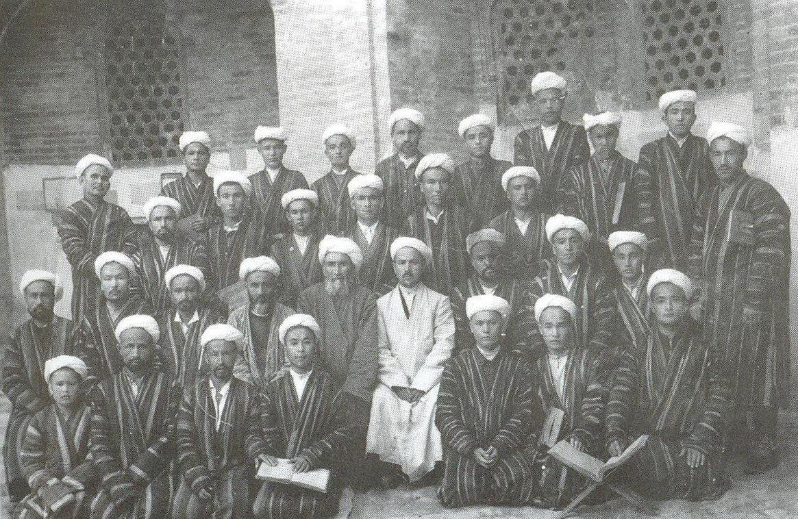 Mir-i Arab Medresesi'nin 4.cü sınıf talebeleri. Buhara, 1948