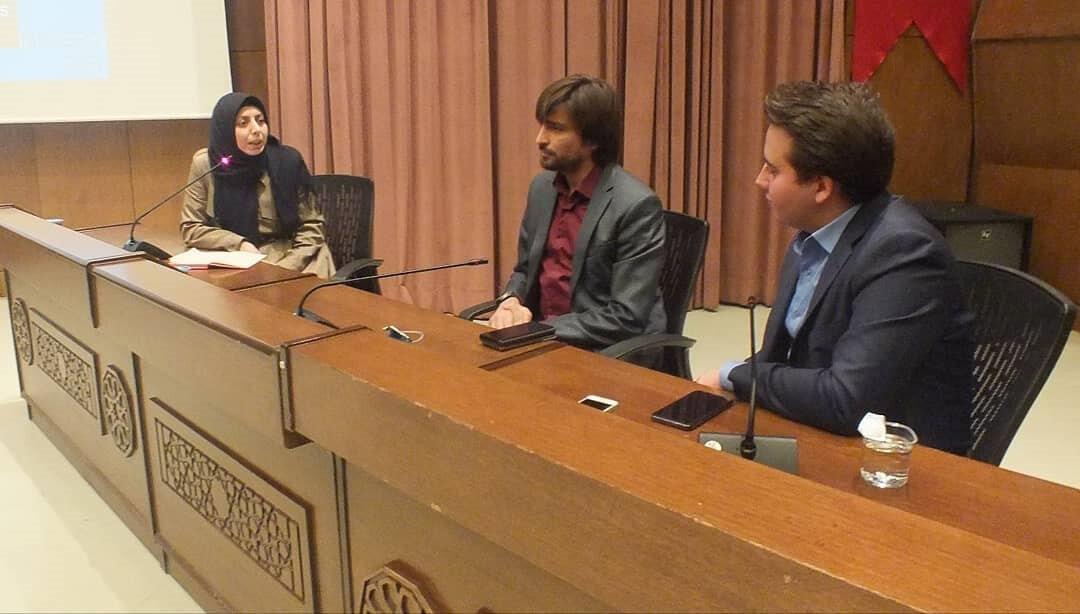 Oturumda, Rohingya'da, Suriye'de, Arakan'da çocuk mültecilerin yaşadıkları zorluklar konuşuldu.