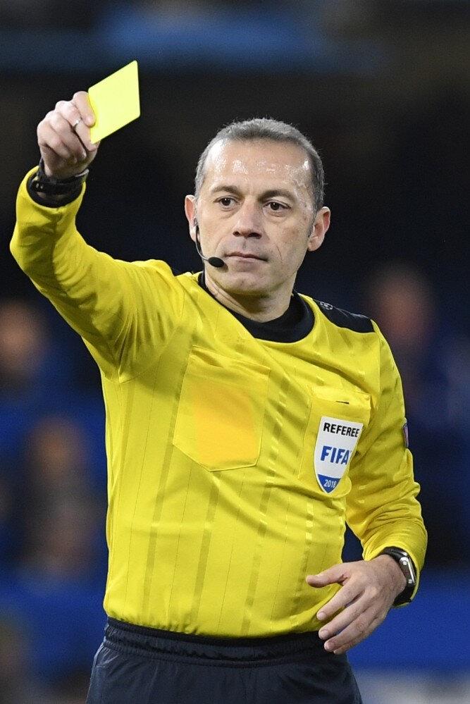 FIFA kokartlı hakem sarı kart çıkarıyor...