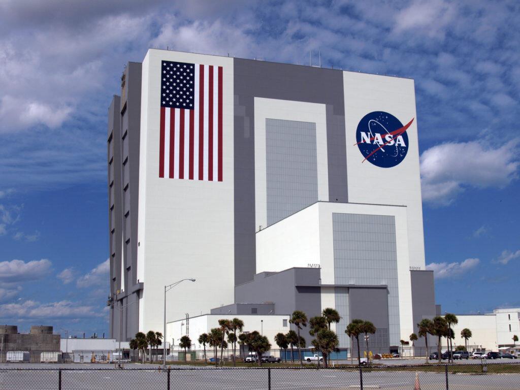NASA, ABD'nin Rusya ile giriştiği uzay rekabetinde ülkesinin avantajlı duruma geçmesi için çalışmalarını hızlandırdı.