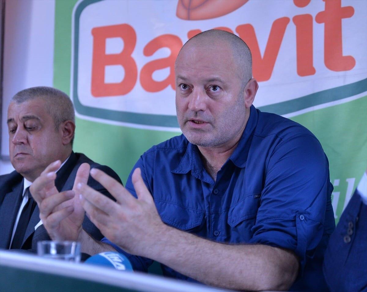 Banvit başantrenörü Ahmet Gürgen basın mensuplarına açıklamalarda bulunurken...