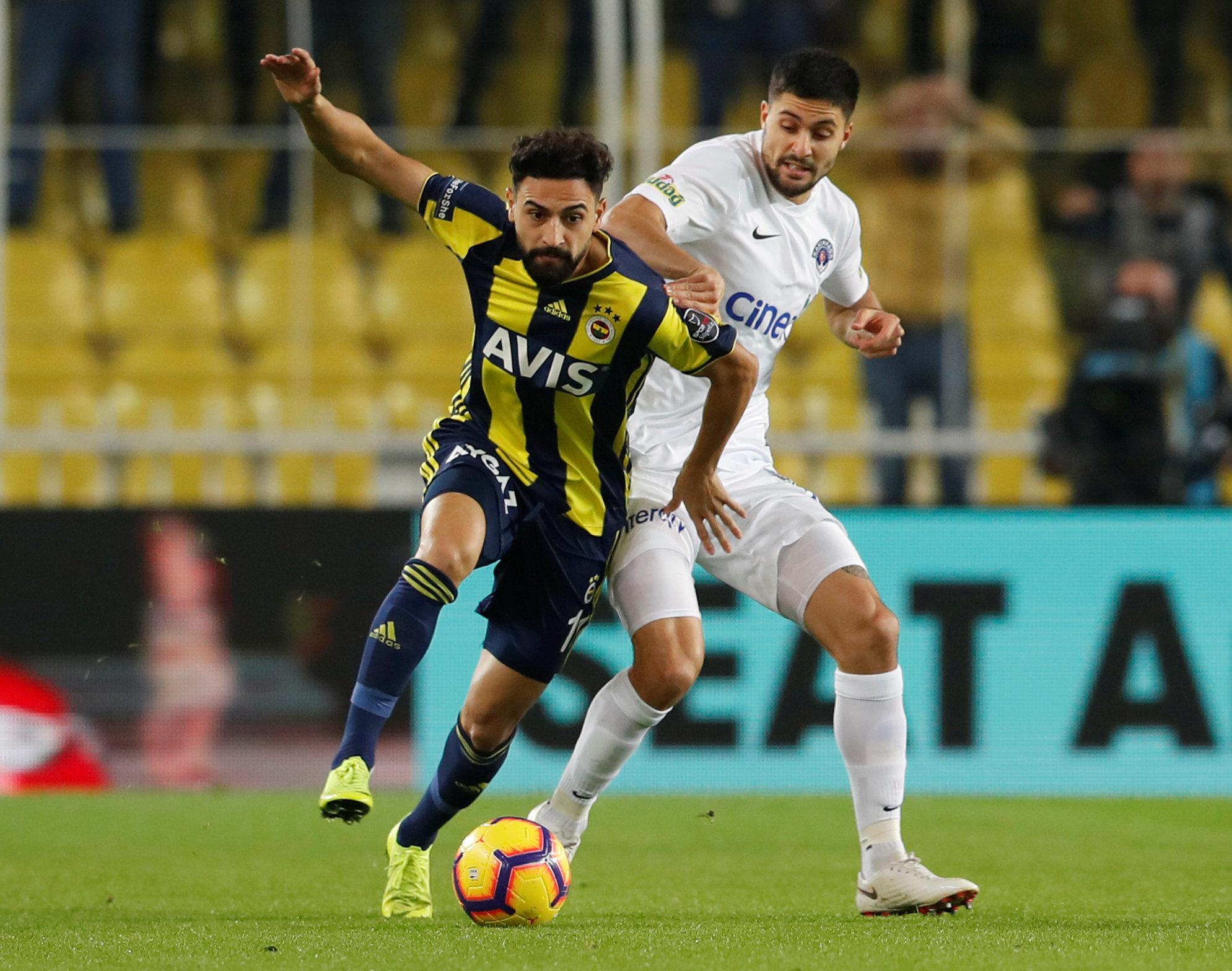 Fenerbahçe'de 10 hafta sonra 11'de şans bulan Mehmet Ekici, orta sahadaki ikili mücadelelerde etkisiz bir görüntü sergiledi.