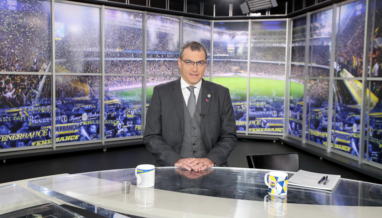 Damien Comolli, FB TV'de katıldığı programda açıklamalarda bulunuyor.