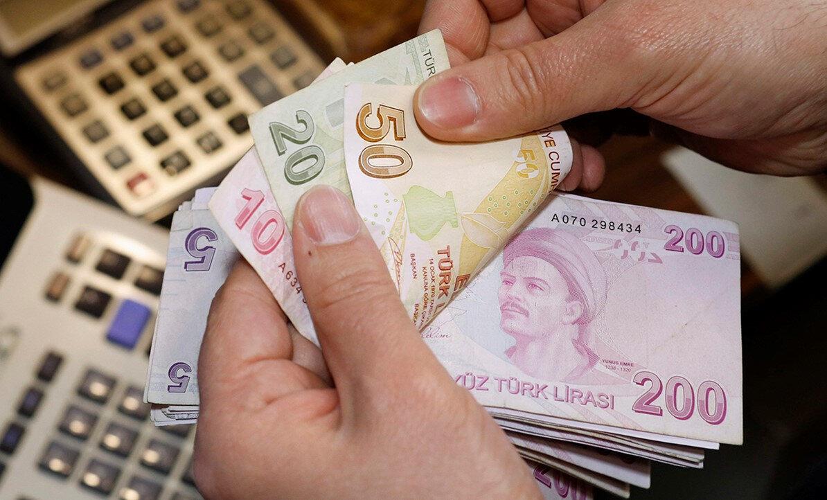 Asgari ücretin işverene toplam maliyeti, bir işçi için 2 bin 384 lira 66 kuruş. Bunun 2 bin 29 lira 50 kuruşunu brüt asgari ücret, 314 lira 57 kuruşunu sosyal güvenlik primi, 40 lira 59 kuruşunu işveren işsizlik sigorta fonu oluşturuyor.