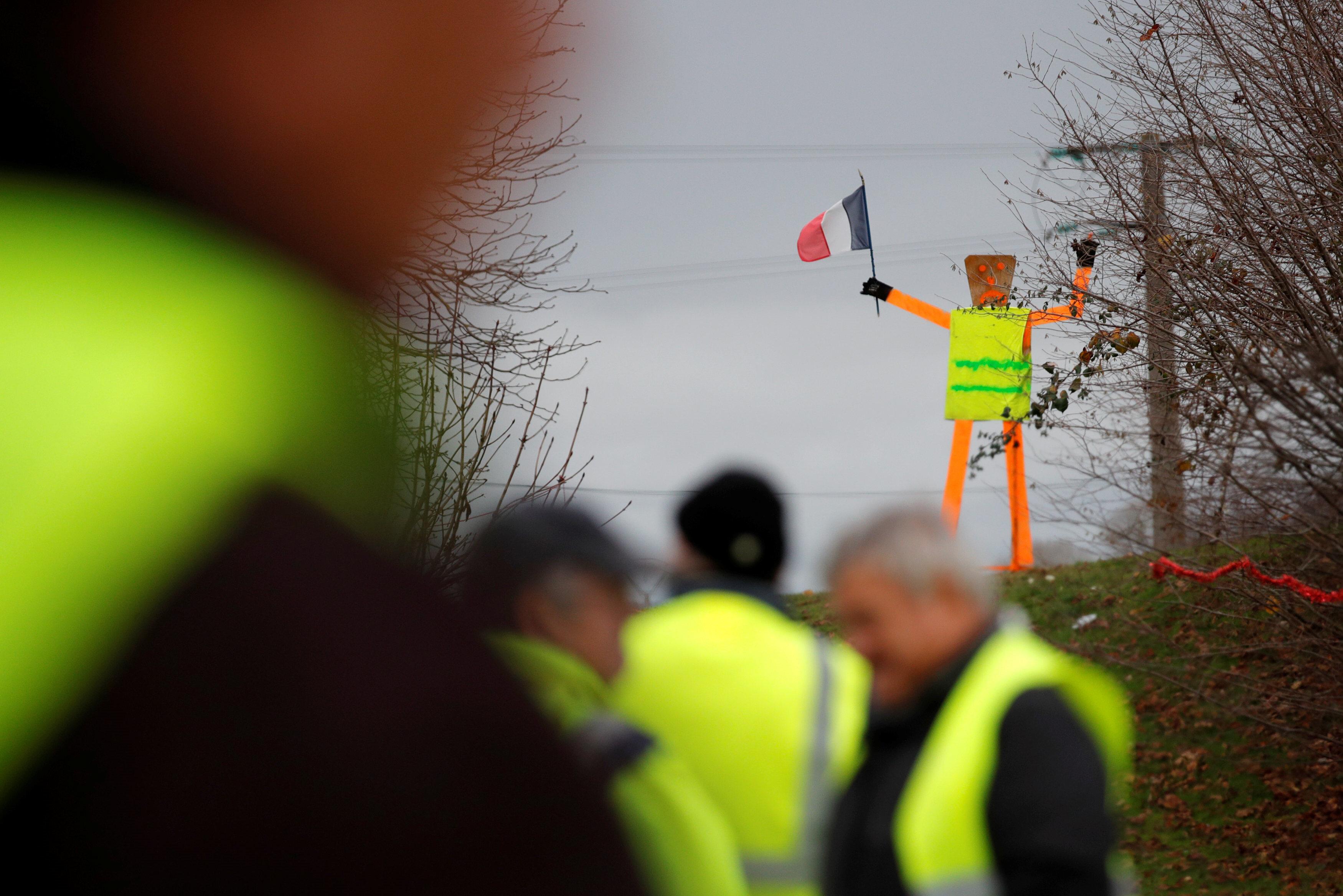 En son yapılan bir kamuoyu araştırmasına göre Fransa'da her 10 kişiden 8'i hükümetin aldığı önlemleri yetersiz görüyor.