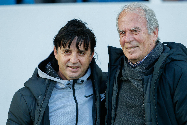 Mustafa Denizli, Suat Kaya ile maç öncesi fotoğraf çekildi.
