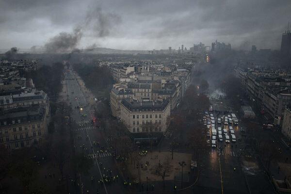 Paris sokakları savaş alanına döndü.