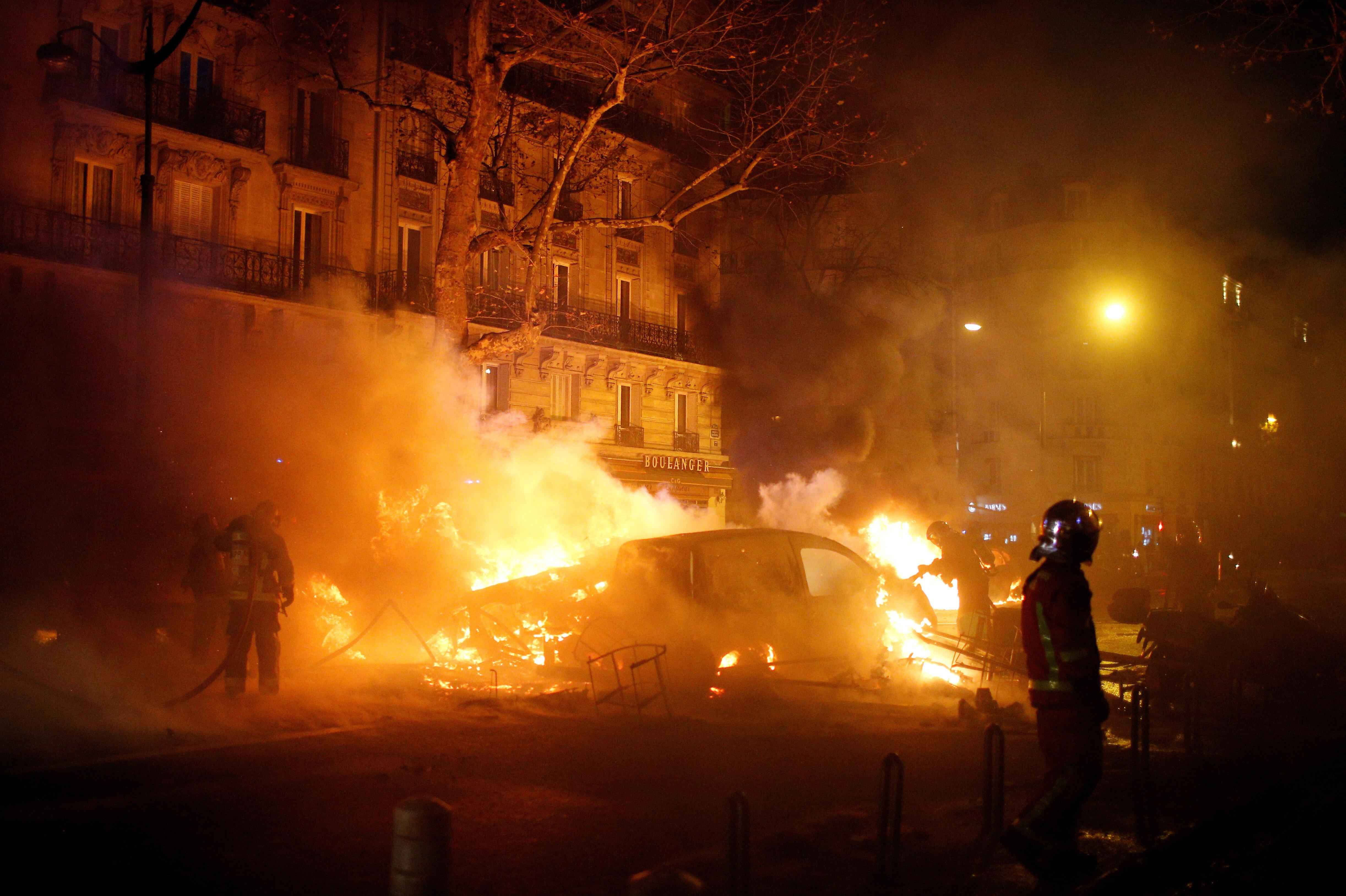 Cumhurbaşkanı Macron, gösterilerine müdahale edileceğini açıklamıştı.