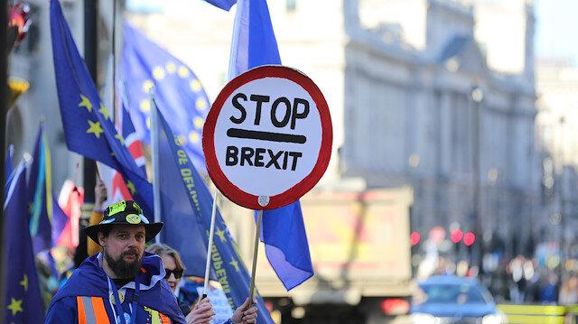 İngiltere'de 'Brexit' alarmı: Halk evlerine gıda ve ilaç stokluyor