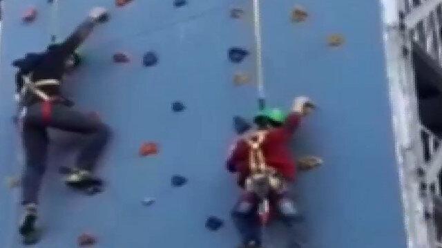 Tırmanma parkurunda kemeri açılan çocuk yere düştü