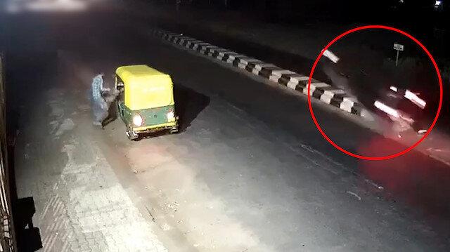 Bariyeri fark edemeyen sürücünün korkunç kazası kamerada