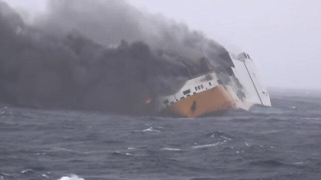 2 bin lüks otomobille batan dev kargo gemisi