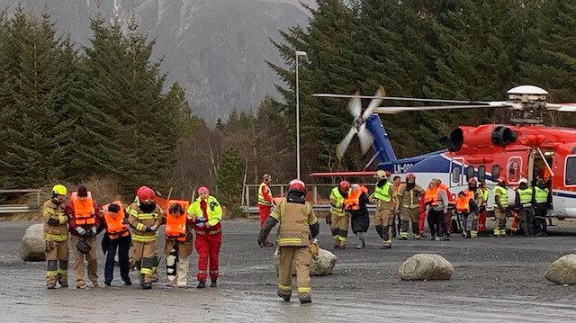 Norveç'teki cruise gemisinde mahsur kalanlar helikopterle kurtarılıyor