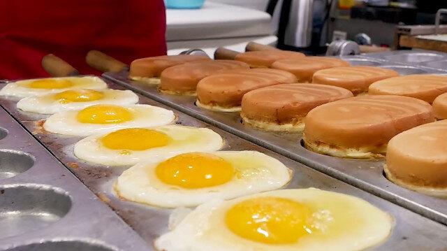 Kore sokak lezzeti: Muhteşem bir 'yumurta ekmek' yapımı