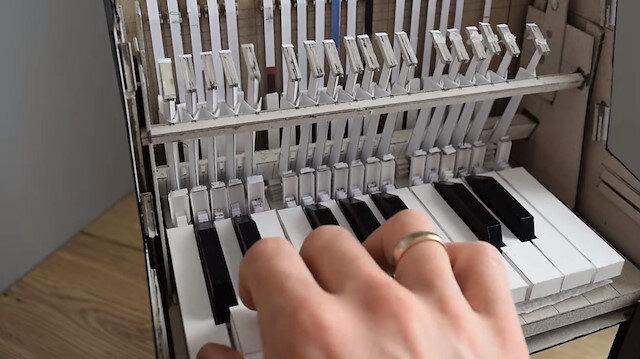 Tamamen 'kağıttan' yapılan piyanoyla konser