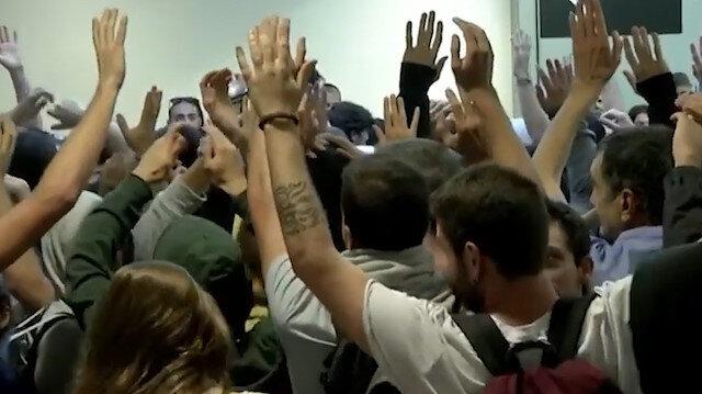 Katalan siyasetçilere verilen cezaları protesto eden göstericilere 'sert müdahale'