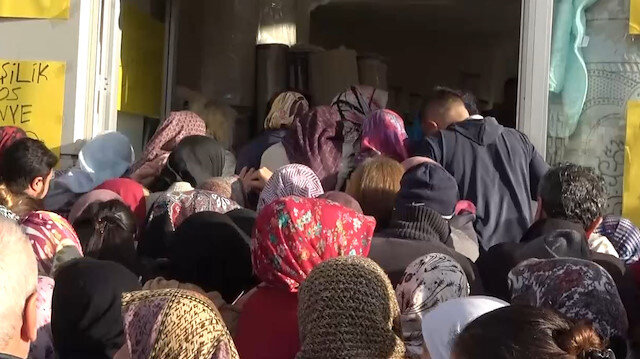Antalya'da ucuzluk izdihamı: Vatandaşlar birbirini ezdi