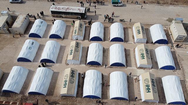 Türkiye sınırına göç eden ailelere İHH'dan çadır desteği