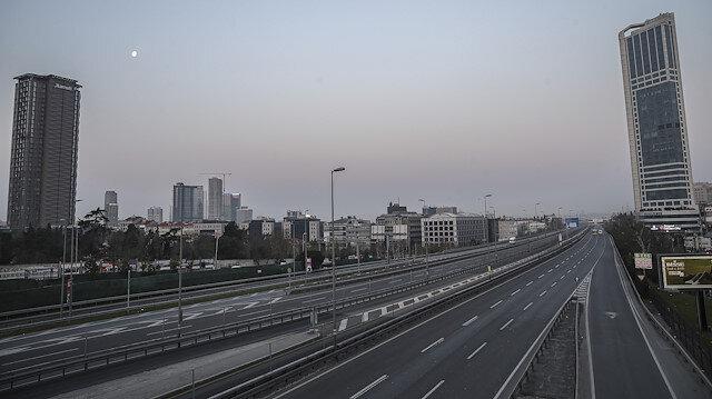 İstanbul'da koronavirüs sessizliği: Yollar, caddeler boş kaldı