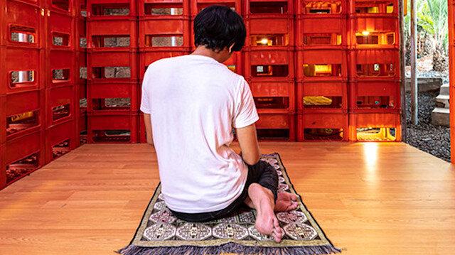 Endonezya'da şişe kasalarından yapılan çevre dostu cami
