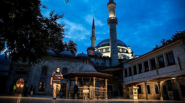 İstanbul'da cemaatle ilk sabah namazı kılındı