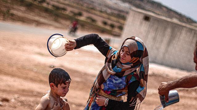 İdlib kamplarındaki siviller, kavurucu sıcaklara mücadele ediyor